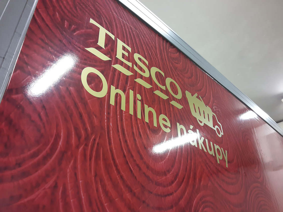 Tesco – polep skríňových dodávek