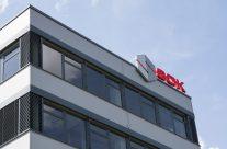 Světelné loga na štít budovy S.O.K.