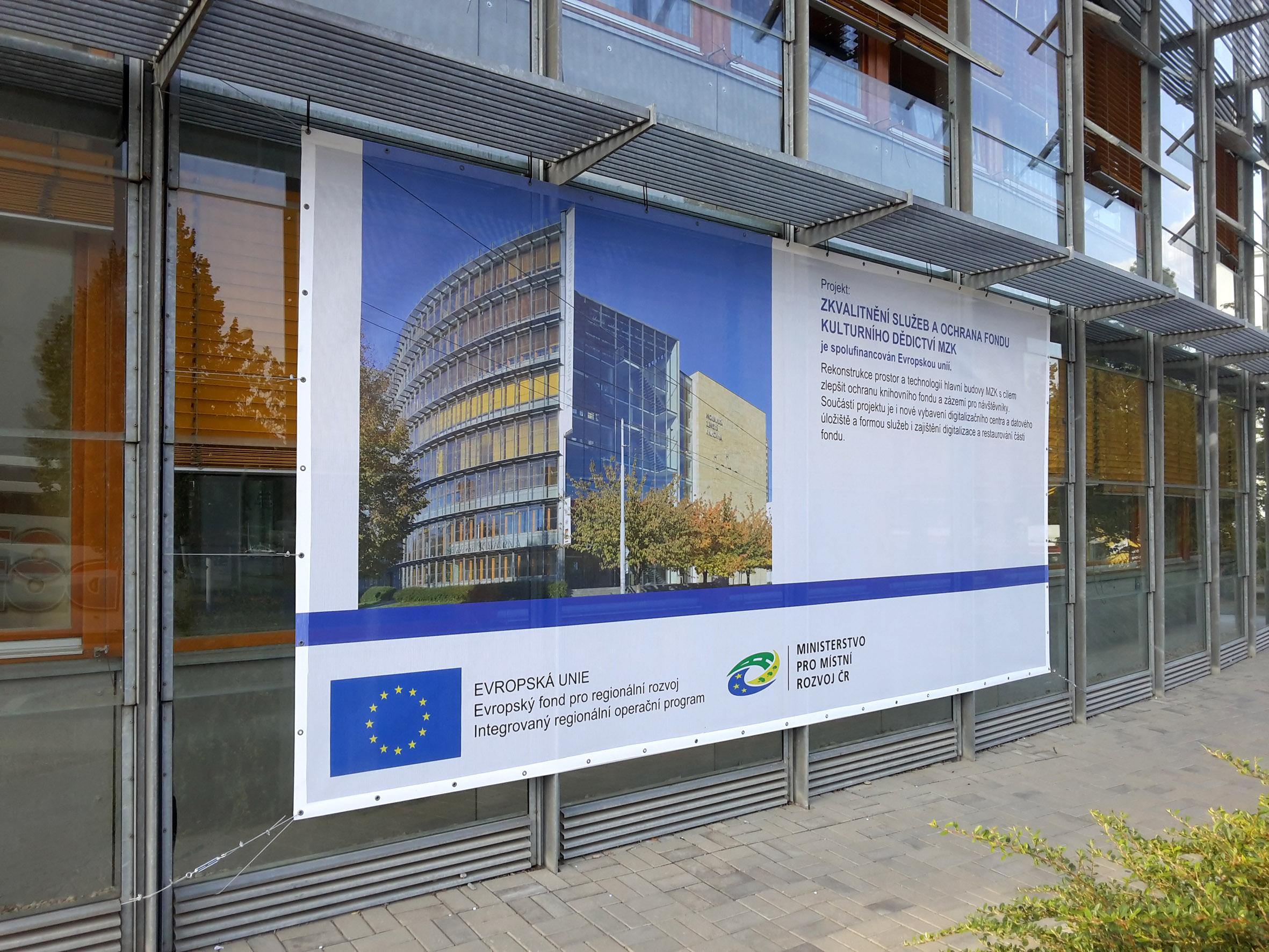 Městská knihovna Brno – výroba a montáž MESh banneru